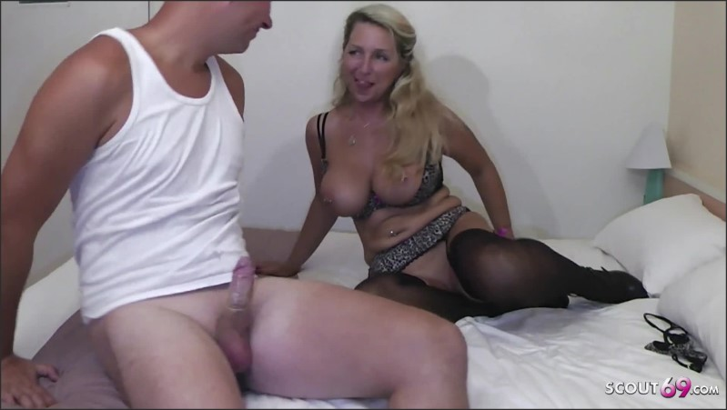 [Full HD] german milf hooker fuck with young client in hotel for cash   - Bi-Jenny - -00:12:11   Teen, Milf Teen - 318 MB