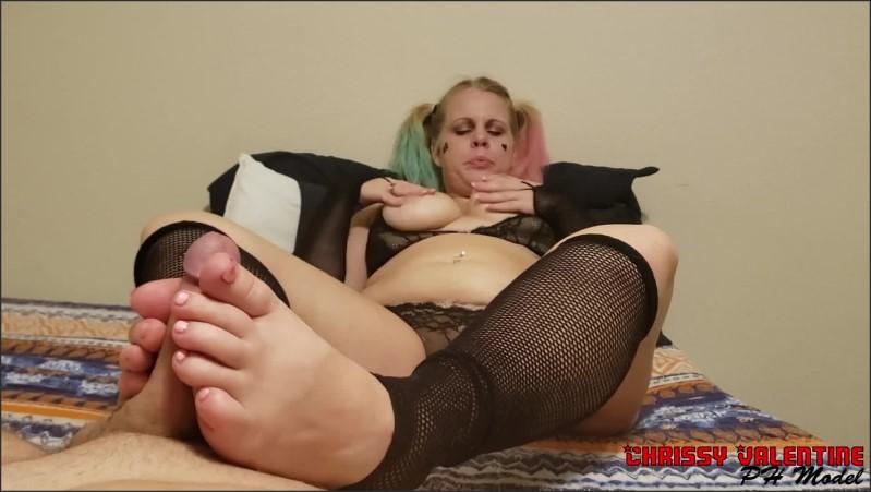 [Full HD] harley quinn in fishnet stockings has explosive orgasim after masturbating foot job and hand job   - Chrissy Valentine - -00:20:23   Female Orgasm, Butt, Big Tits - 456,1 MB