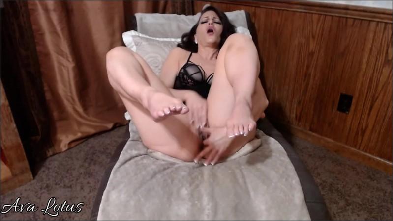 [Full HD] hot mom cougar milf ava lotus worship my toes and feet dirty cunt talk   - Ava Lotus - -00:18:28 | Hot Milf, Solo Female, Feet - 316,6 MB