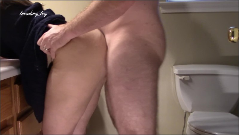 [Full HD] milf bent over in bathroom and get huge cumshot on ass   - Invading Ivy - -00:08:45 | Milf, Babe - 417,6 MB