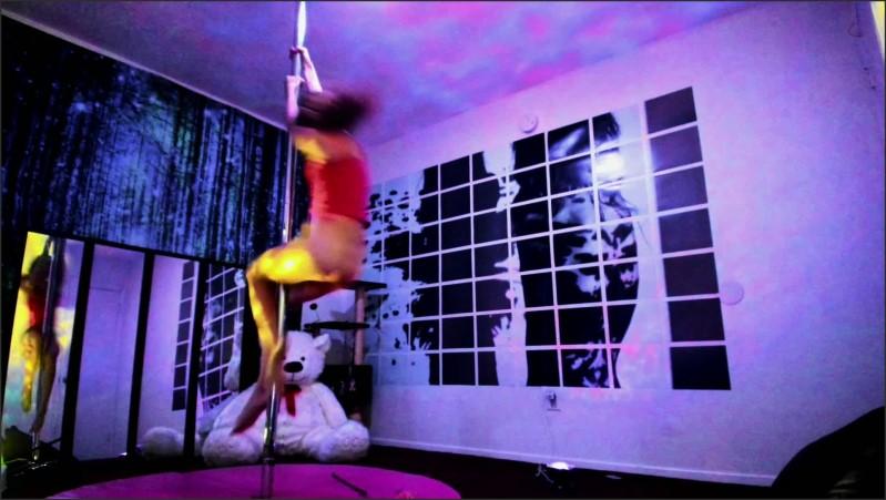 [Full HD] naomi dee runaway - Naomi Dee - ManyVids-00:03:04 | Size - 233,5 MB