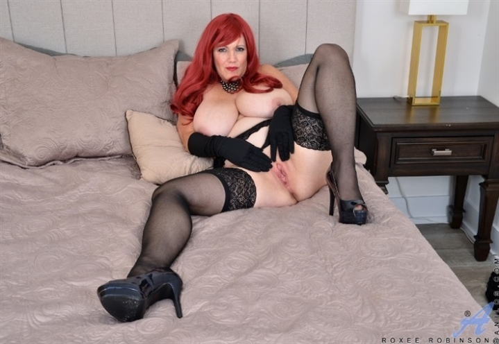 [Full HD] Roxee Robinson - Busty Beauty 04.11.20 - Roxee Robinson - SiteRip-00:14:51 | Solo, Lingerie, Long Hair - 883,6 MB