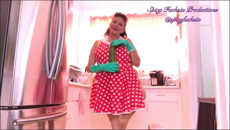 [Full HD] slow dance with zucchini and apron in kitchen  - Spicy Fuchsia - -00:06:14   Bare Ass Twerk, Milf - 125,2 MB