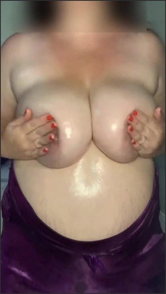 [SD] summersecrets bbw covered in oil having a good tit rub   - SummerSecrets - -00:06:29 | Babe, Big Tits, Bbw - 57,1 MB