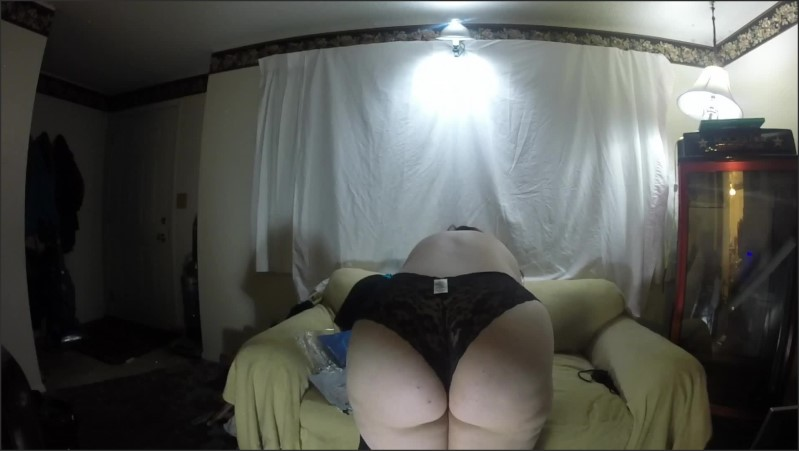 Thick Redhead Tries On Lingerie And Shows Her Fat Ass To The Camera  27.11.2020